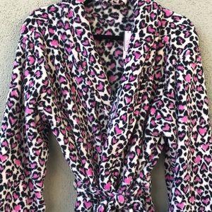 NWT Victoria's Secret Fuzzy Robe | M/L